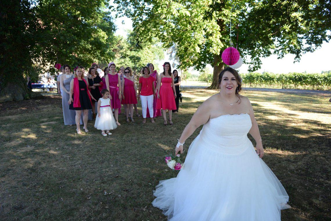 Wedding L&C bouquet toss