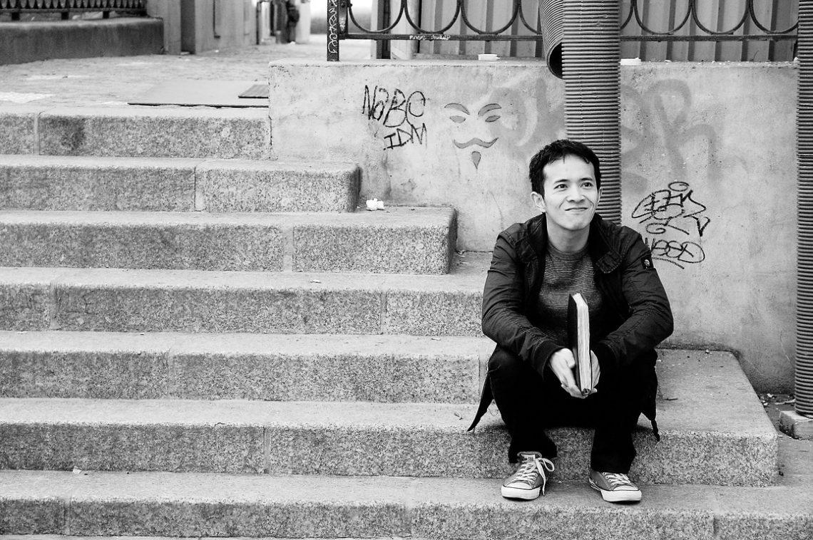 L'Américain Day 4-Jim Le director outside on steps