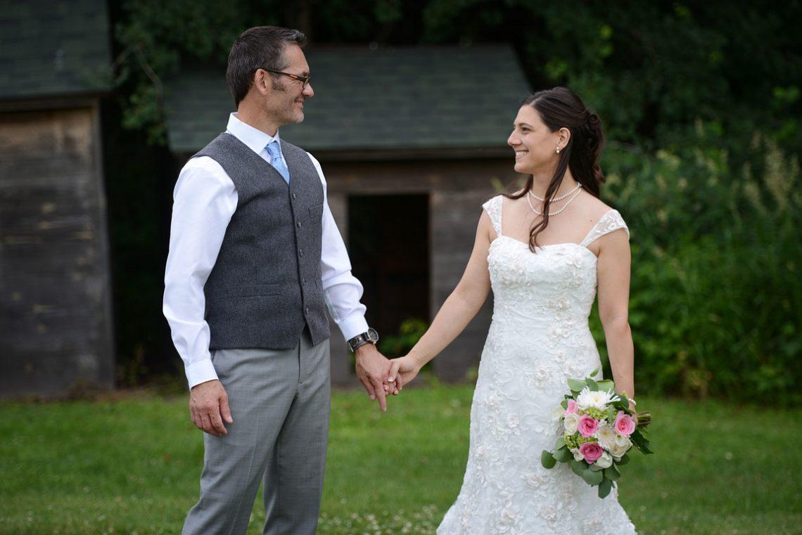 Weddings S&T holding hands