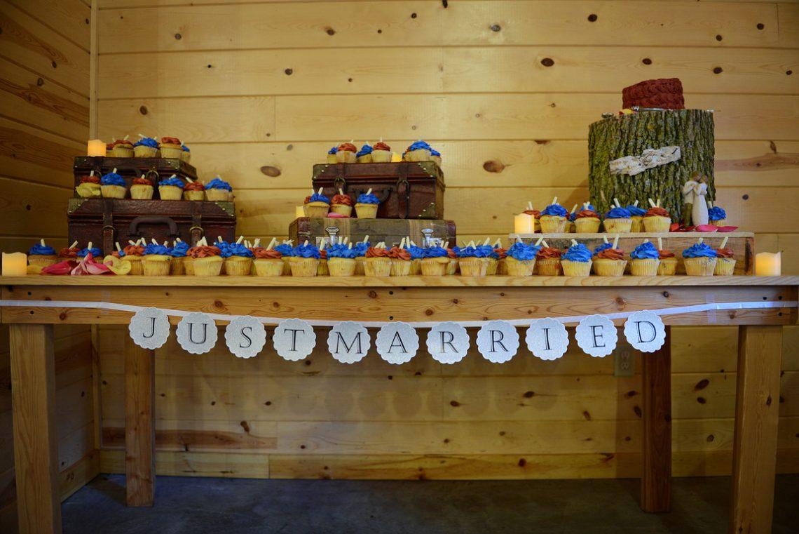 Weddings S&T cupcakes