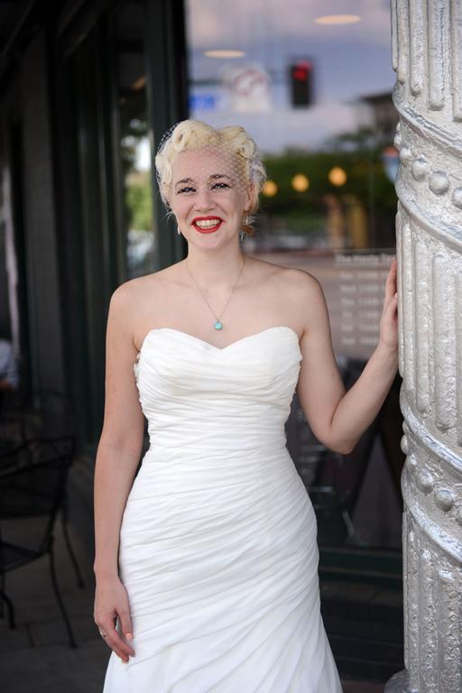 Wedding bride Marilyn style