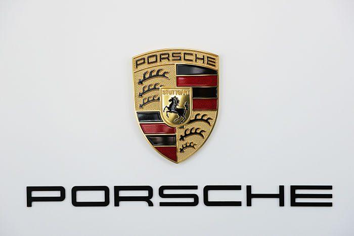 white-porsche-logo