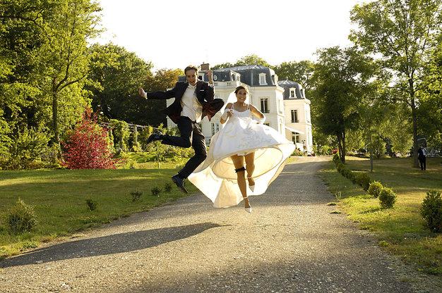 Adine and Fabrice jumping wedding photo