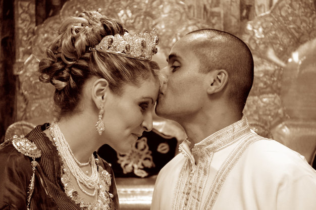 Wedding N&K forehead kiss