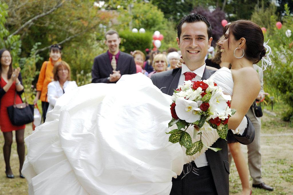 Wedding P&D carrying her