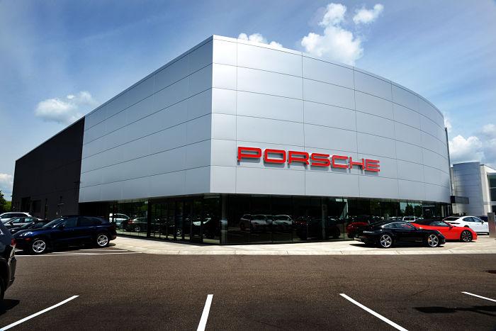 porsche-minneapolis-dealership
